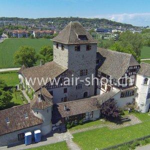 Luftaufnahme vom Schloss Hegi in Winterthur