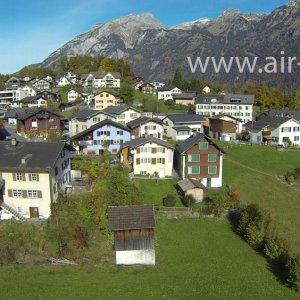Luftaufnahme von Schwändi im Kanton Glarus