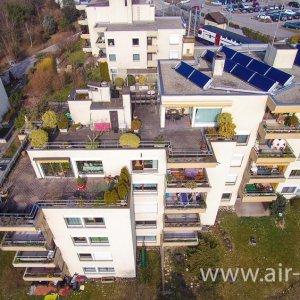 Luftaufnahme von der Stadt Rüti (ZH)