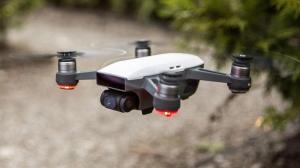 Dank nur 300g Abfluggewicht darf die Drohne dort eingesetzt werden, wo sonst spezielle Bewilligungen nötig wären.