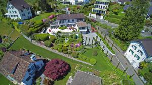 Luftaufnahmen schaffen einen echten Mehrwert und rücken Immobilien ins richtige Licht.